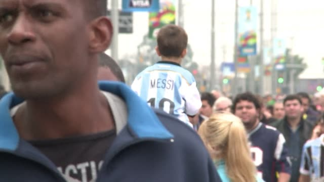 argentinas maestro lionel messi scored twice in the sides 32 win over nigeria but fans from both sides celebrated qualifying for the knock out stage... - brasile meridionale video stock e b–roll