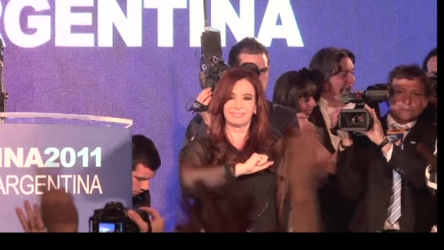 vídeos de stock e filmes b-roll de argentina's president cristina kirchner has swept back into power for another four years buenos aires buenos aires argentina - política e governo