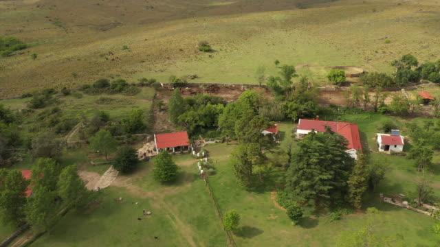 pensioni e proprietà argentine estancia - argentina video stock e b–roll