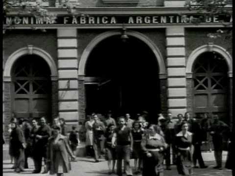 argentine men & women leaving building 'fabrica.' int female workers in cotton textile mill factory. women working shelf of string cotton. female... - argentina video stock e b–roll