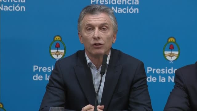 vídeos de stock, filmes e b-roll de argentine president mauricio macri addresses the nation after populist centerleft candidate alberto fernandez crushed him in a party primary election... - primary election