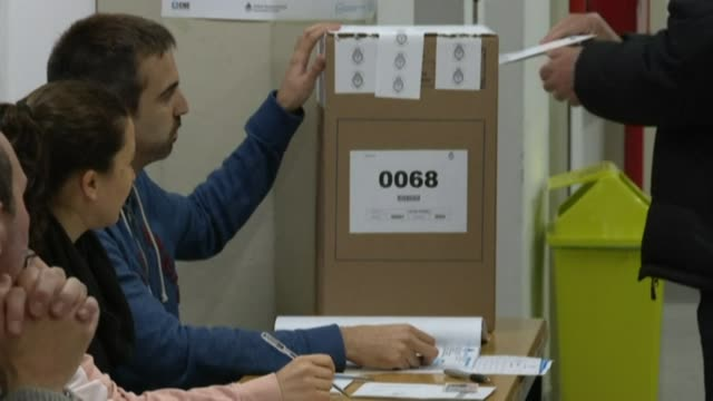 vídeos de stock e filmes b-roll de argentines vote in its primary elections or paso - simultaneous and mandatory open primaries - argentina