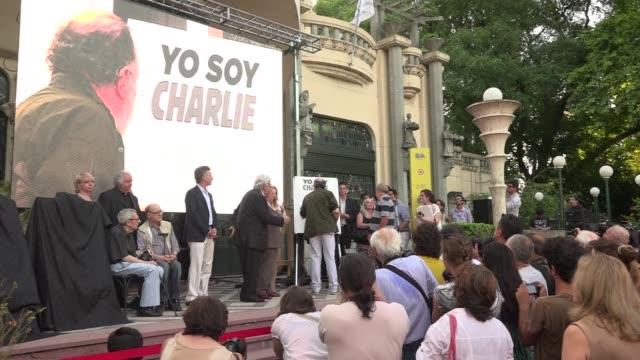 argentinian cartoonists gather in honour of the french satirical magazine charlie hebdo - heder bildbanksvideor och videomaterial från bakom kulisserna