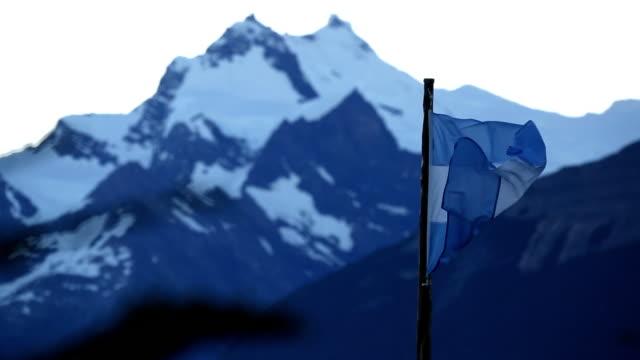 argentinian flag - argentinische flagge stock-videos und b-roll-filmmaterial