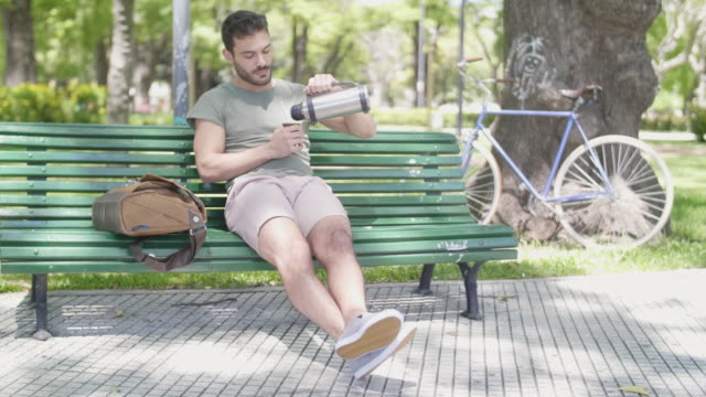 vídeos de stock e filmes b-roll de argentinian young man drinking mate and relaxing - gaúcho