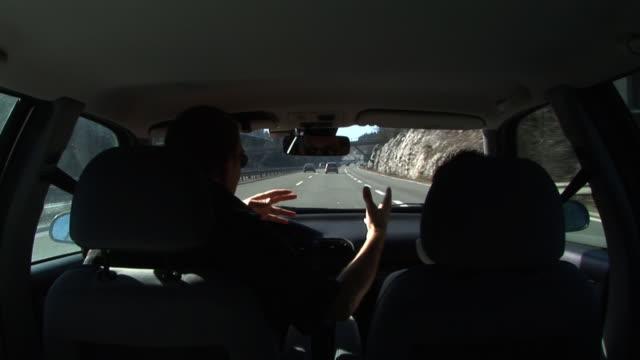 hd :口論の車 - 対立点の映像素材/bロール