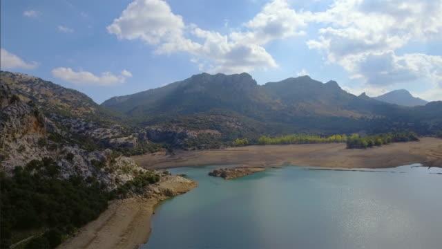 Arial weergave van Gorg Blau kunstmatige reservoir Serra de Tramuntana, Mallorca