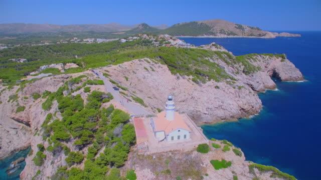 Arial Blick auf Leuchtturm - weit de Capdepera und Felsenküste Nordostküste auf der spanischen Baleareninsel Mallorca / Spanien