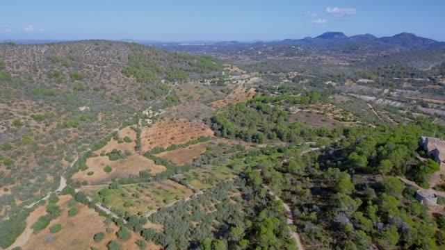 Arial Ansicht von Mallorca-Ebenen in der Nähe von Santuario De La Consolación - S'Alqueria Blanca - Santanyí / Balearen, Spanien