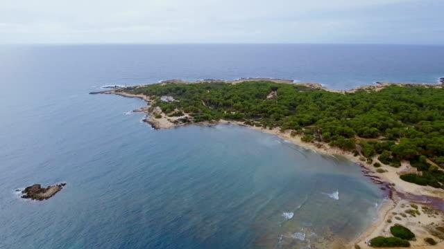 vídeos y material grabado en eventos de stock de playa de vista de s'estanyol de migjorn arial y puerto cerca de sa rapita en costa sur en español baleares isla de mallorca / españa - cultura mediterránea
