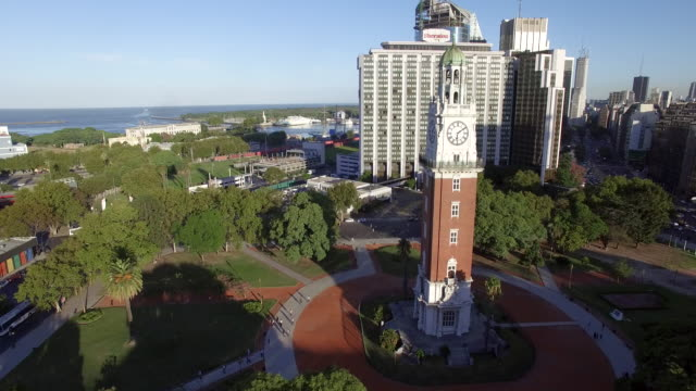 ariel view of clock tower at train station in buenos aires argentina - ブエノスアイレス点の映像素材/bロール
