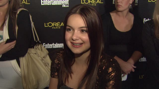stockvideo's en b-roll-footage met ariel winter on what brings her out tonight talks about modern family's sag nominations and what the best part of award season is for her at the... - screen actors guild