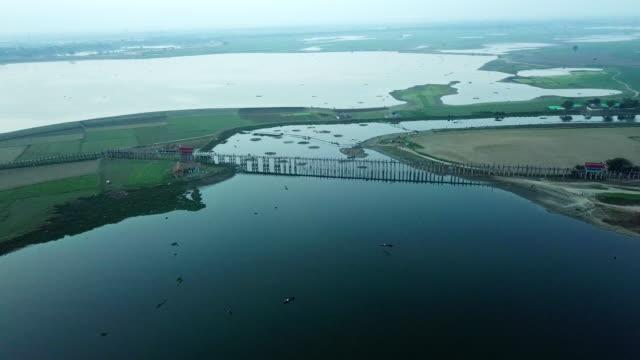 Widder sehen die U Bein Bridge über den Taungthaman-See bei Amarapura in Myanmar, die älteste und längste Teakholzbrücke der Welt