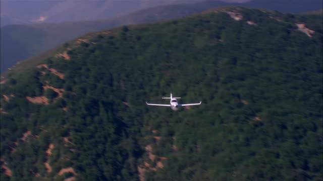air to air, ha, usa, arizona, grand canyon, lancair legacy flying over mountains - propeller aeroplane stock videos & royalty-free footage