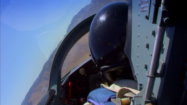 pov, usa, arizona, grand canyon, military airplane flying above desert - luftwaffe stock-videos und b-roll-filmmaterial