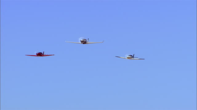 la, ms, usa, arizona, grand canyon, three lancair legacy airplanes flying against clear sky in perfect formation - airshow stock videos & royalty-free footage