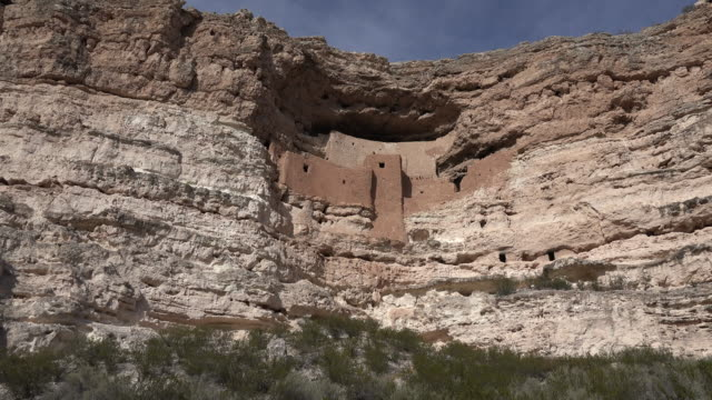 arizona montezuma castle above zoom in - cliff dwelling stock videos & royalty-free footage