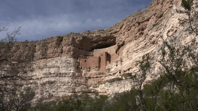 vídeos y material grabado en eventos de stock de arizona montezuma castle on cliff.mov - vivienda en roca