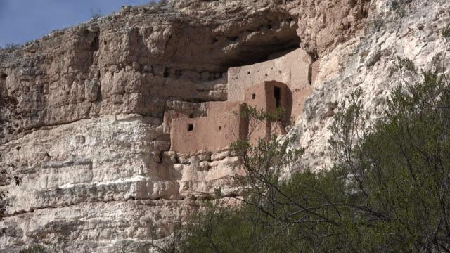 arizona montezuma castle ruins - cultura pueblo video stock e b–roll