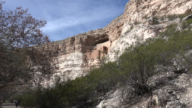 arizona montezuma castle with shrub zoom in.mov - cliff dwelling stock videos & royalty-free footage