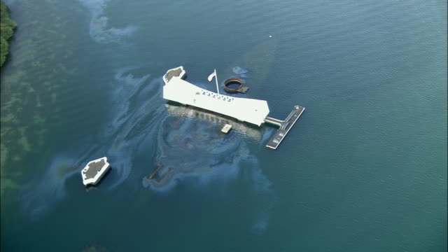 aerial ws uss arizona war memorial, pearl harbor, hawaii, usa - pearl harbor stock videos and b-roll footage