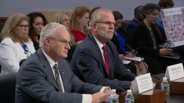 vidéos et rushes de arkansas congresswoman steve womack asks faa deputy administrator daniel ewell of the house appropriations committee says at an oversight hearing... - authority