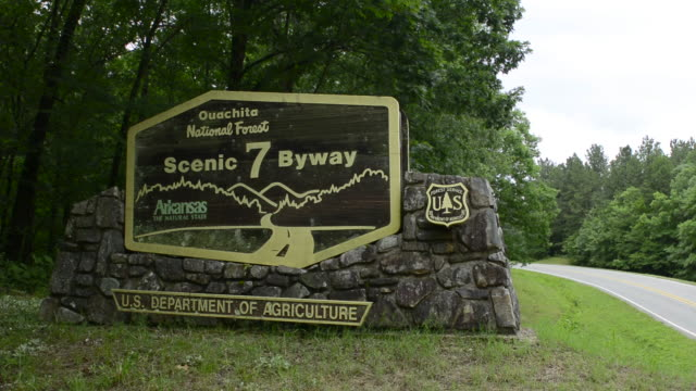 arkansas ouachita scenic 7 by way near hot springs forest sign - 国有林点の映像素材/bロール