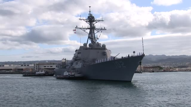 arleigh burkeclass guided missile destroyer uss sampson arriving at joint base pearl harborhickam for rim of the pacific 2010 - moored stock videos & royalty-free footage