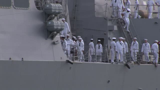 arleigh burkeclass guided missile destroyer uss sampson arriving at joint base pearl harborhickam for rim of the pacific 2010 - 米国海軍点の映像素材/bロール