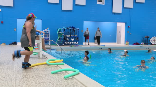 wgn arlington heights il us people exercising in swimming pool in arlington ridge center in arlington heights illinois on saturday january 4 2020 - athleticism stock videos & royalty-free footage
