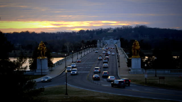 arlington memorial bridge at dusk time lapse - river potomac stock videos & royalty-free footage