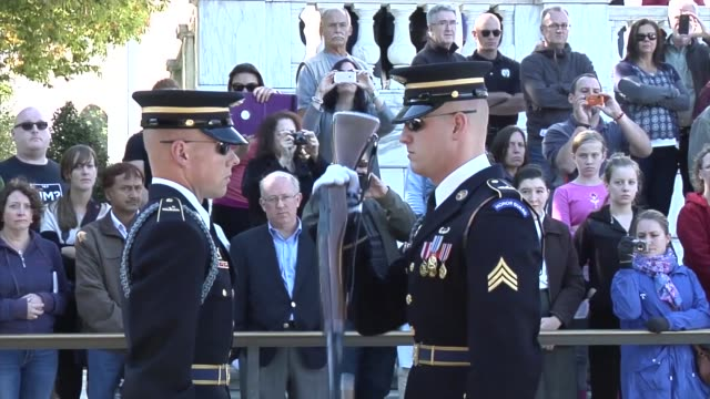 arlington national cemetery has evolved from a place of necessity to a national shrine to those who have honorably served our nation during times of... - gottesdienst stock-videos und b-roll-filmmaterial