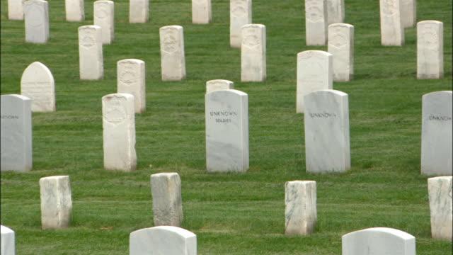 zi, cu arlington national cemetery, washington, dc, usa - アーリントン国立墓地点の映像素材/bロール