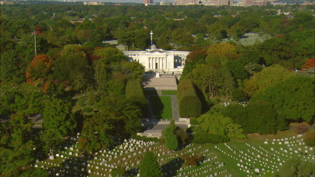 aerial arlington national cemetery with tomb of the unknown soldier and the arlington memorial amphitheater, arlington, virginia, usa - arlington virginia stock videos & royalty-free footage