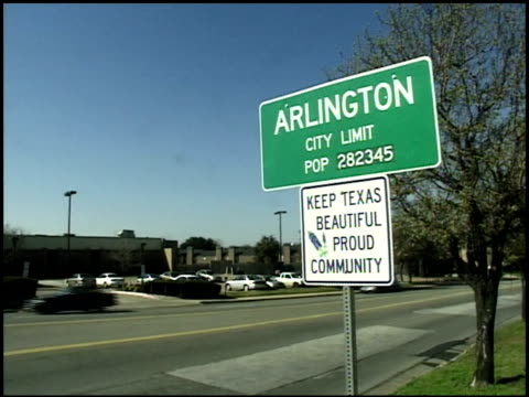 vídeos y material grabado en eventos de stock de arlington, texas city limit sign - arlington