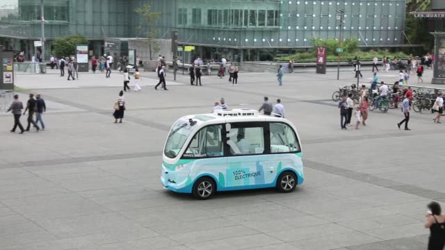 arma autonomous shuttle buses manufactured by navya technologies sas travel in la defense business district of paris france on wednesday july 19 2017 - driverless transport stock videos & royalty-free footage