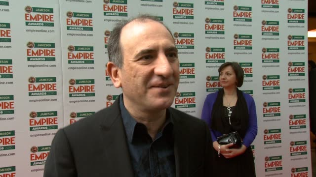 vídeos y material grabado en eventos de stock de armando iannucci on enjoying teh success of in the loop on this being the end of the awards season on what he is doing next at the jameson empire... - armando iannucci