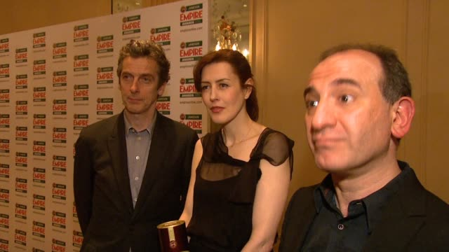 vídeos y material grabado en eventos de stock de armando iannucci peter capaldi on the award being voted for by public on the audience for sharp humour on how he's voting at the jameson empire... - armando iannucci