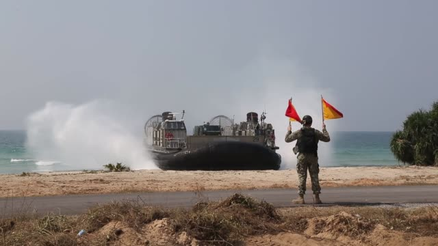 armed forces come ashore at hat yao beach, thailand, feb. 10, 2018 in preparation of exercise cobra gold 18, an annual exercise conducted in the... - ホバークラフト点の映像素材/bロール