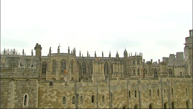 armed forces parade to mark queen's diamond jubilee; england: berkshire: windsor castle: ext general views of windsor castle/ queen elizabeth ii onto... - ウィンザー城点の映像素材/bロール