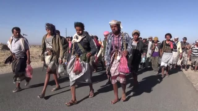 stockvideo's en b-roll-footage met armed members of people's committee patrol and take security measures in al bayda region located along aden's eastern city border in yemen to prevent... - mogelijk