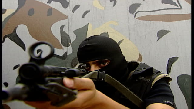 armed special forces soldiers in training different angle views of above practice raids / good closeup shot down barrel of gun / low angle shot... - militärisches trainingslager stock-videos und b-roll-filmmaterial