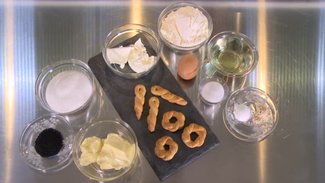 vídeos de stock e filmes b-roll de armenian breakfast cookies with soft cheese - alimento básico