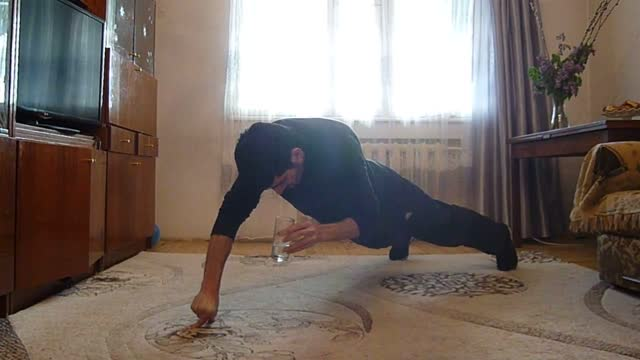 stockvideo's en b-roll-footage met armenia-native narek hakobyan is a fitness enthusiast with an unusual and impressive skill - the ability to do a number of consecutive two-finger... - https