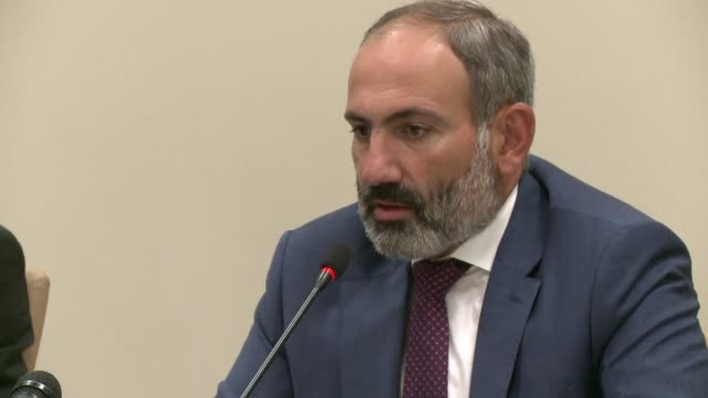 vídeos de stock, filmes e b-roll de armenia's newly elected prime minister nikol pashinyan holds a press conference in the disputed territory of nagorno karabakh - primeiro ministro
