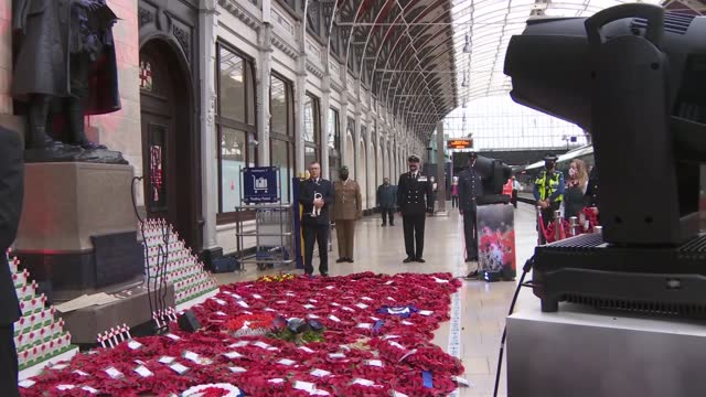 paddington station gvs; england: london: paddington station: int various of train station / great western railway staff laying poppy wreaths beside... - armistice stock videos & royalty-free footage