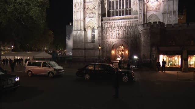 stockvideo's en b-roll-footage met royal family arrives at westminster abbey service; england: london: westminster: westminster abbey: ext at night queen's bentley along arriving int... - westminster abbey