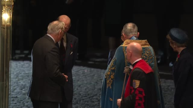 stockvideo's en b-roll-footage met royal family arrives at westminster abbey service; england: london: westminster: westminster abbey: ext at night gvs westminster abbey entrance /... - westminster abbey