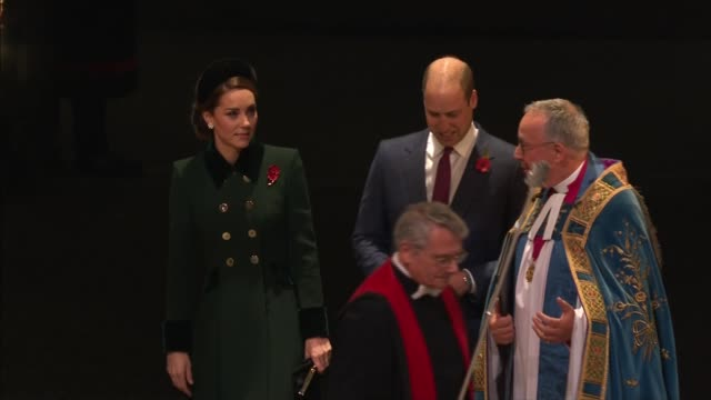stockvideo's en b-roll-footage met royal family arrives at westminster abbey service; england: london: westminster: westminster abbey: ext at night cars along arriving / prince... - westminster abbey
