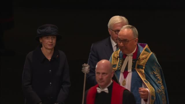 stockvideo's en b-roll-footage met royal family arrives at westminster abbey service; england: london: westminster: westminster abbey: ext at night cars along arriving int charles and... - westminster abbey